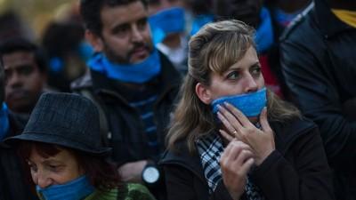 "España a un paso de aprobar la polémica ""Ley Mordaza"" que limita el derecho de libertad de expresión"