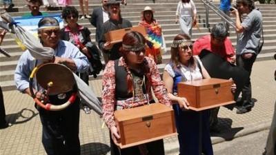 Llegaron los restos de Inakayal a Tecka y comenzaron las ceremonias tehuelches mapuches