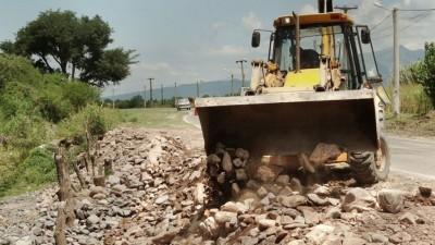 Salta: A través de los municipios, Vialidad ejecuta obras con trabajadores en negro