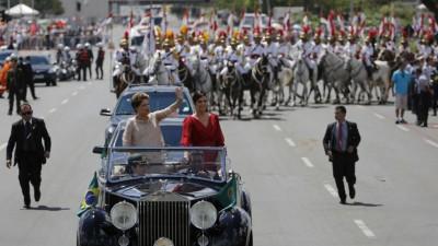 Dilma Rousseff asumió su segundo mandato y enfatizó que Brasil necesita volver a crecer.
