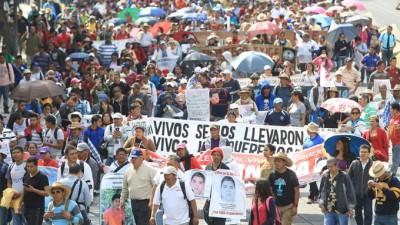 Masivo reclamo en México por los 43 estudiantes desaparecidos