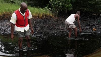Una comunidad de pescadores de Nigeria cobrará más de 80 millones de dólares por un derrame de petróleo