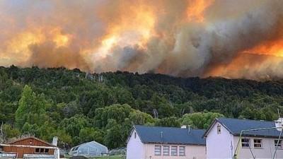 Villa Futalaufquen no corre peligro pero los incendios todavía no están controlados