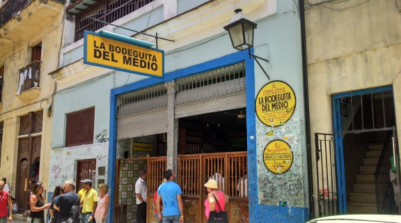 La Bodeguita del Medio, en La Habana, donde Ernest Hemingway tomaba sus mojitos.