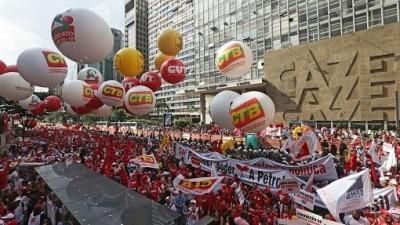 Marcha en apoyo a Rousseff, la democracia y Petrobras, se desarrolló en todo Brasil