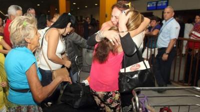 EEUU – Cuba: Reencuentros y lágrimas tras el primer vuelo