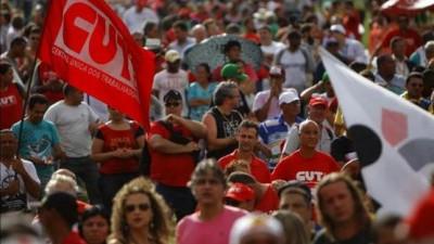 """Sindicatos brasileños protestan contra proyecto de """"tercerización"""" del empleo"""