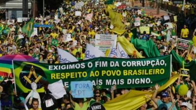 Miles de brasileños volvieron a las calles a pedir la renuncia de Dilma
