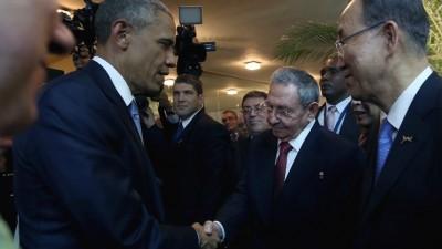 Histórico saludo entre Obama y Castro
