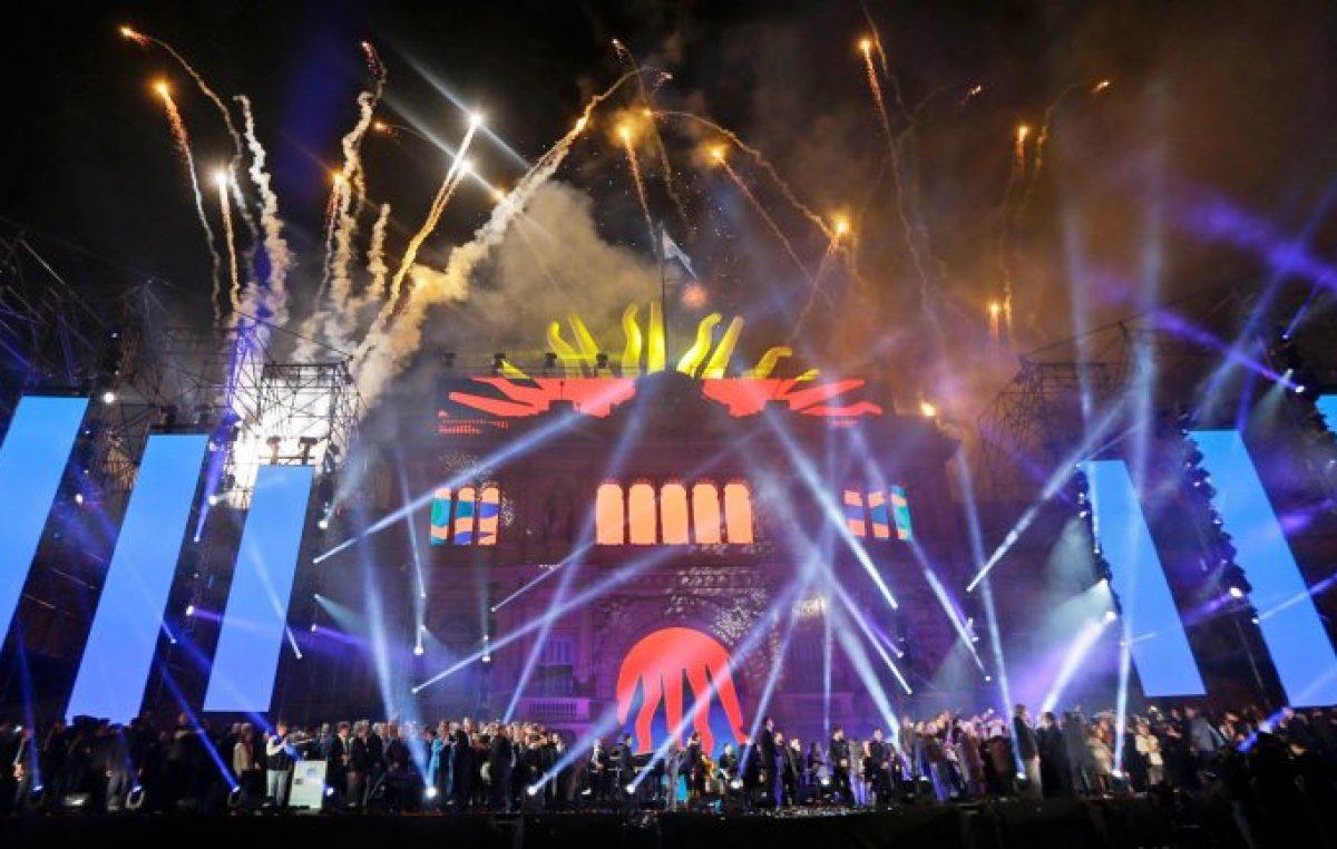 Una imponente multitud de más de 800 mil personas llenó la Plaza
