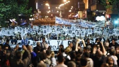Miles de personas marcharon en Montevideo en reclamo del fin de la impunidad para crímenes de la dictadura