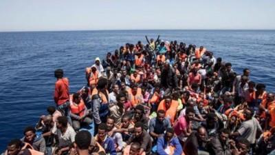 Europa ordena una misión militar contra el tráfico de migrantes