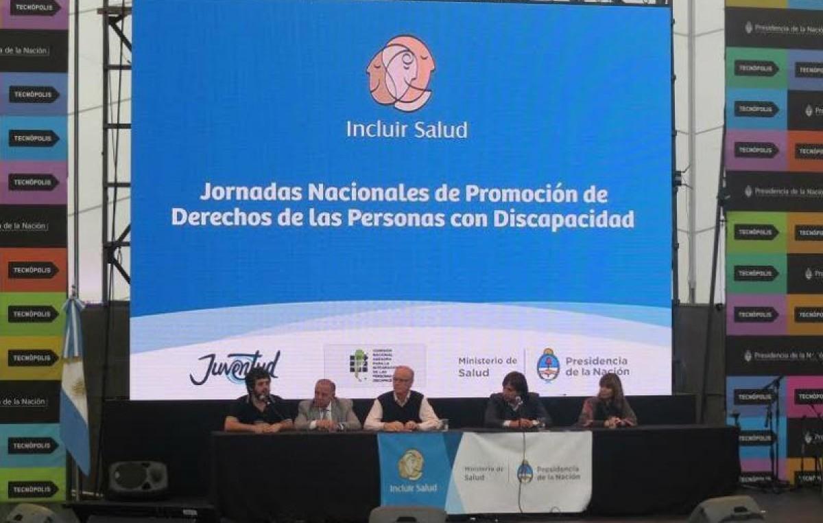 Personas con discapacidad y funcionarios nacionales debaten sobre políticas públicas de inclusión