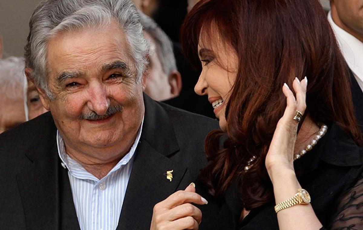 El «Pepe» Mujica destacó en Córdoba «el coraje de Cristina» para enfrentar a las grandes corporaciones en la Argentina
