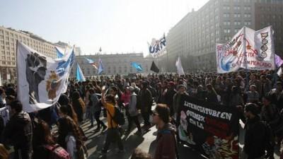 Estudiantes y profesores chilenos se movilizan por una educación de calidad