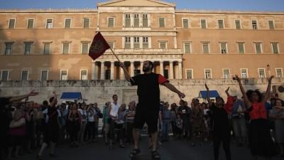 Los griegos apoyan a Tsipras mientras Atenas y la UE tensan negociación