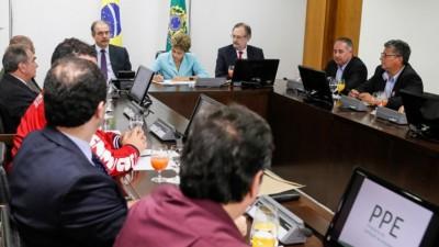 Brasil autoriza a las empresas en crisis, reducir horas de trabajo y los salarios