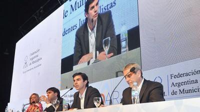 El Gobernador de Saltaexpuso sobre el modelo de descentralización de Salta ante intendentes de todo el país