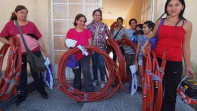 Proyectos estatales capacitan a mujeres en oficios no convencionales para fomentar su inserción laboral