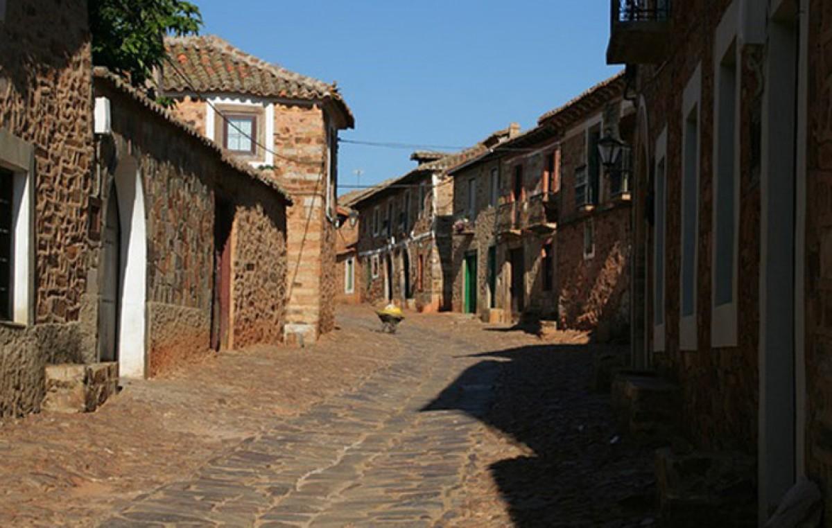 Para no caer en el olvido, rematan aldeas enteras en España