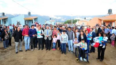 32 familias de Merlo recibieron sus viviendas del Plan Solidaridad