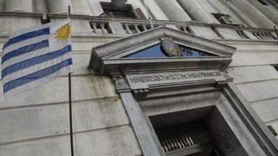 Cae el PBI en Uruguay y se contrae la economía