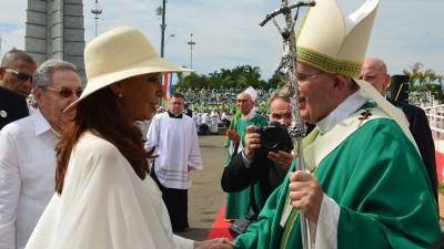 Cristina saludó al Papa tras la histórica misa en la Plaza de la Revolución