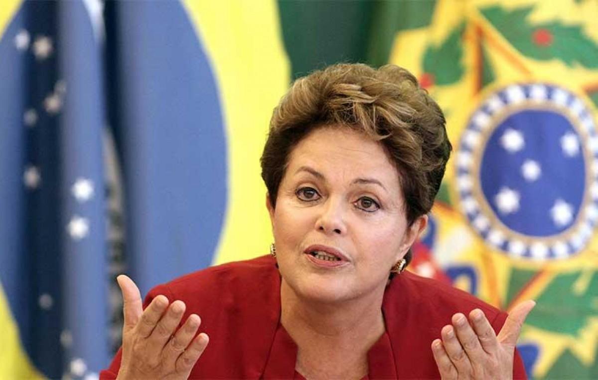 Rousseff aseguró que su ministro de Hacienda se queda en el gabinete