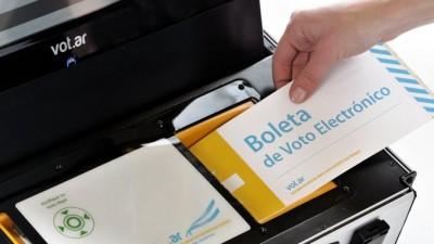 Con boleta electrónica, la Ciudad de San Luis elige entre tres candidatos