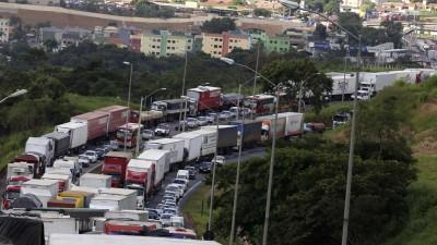 Brasil: camioneros en huelga bloquean rutas estratégicas para la exportación