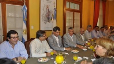 El Gobernador de San Juanpidió a intendentes reafirmar el voto a Scioli y un traspaso ordenado