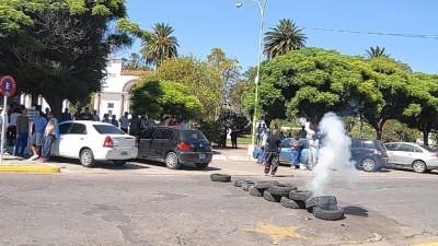 Punta Alta: Reclamo del STM frente al palacio comunal