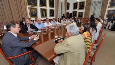 Descentralizan hacia los municipios la atención primaria de salud