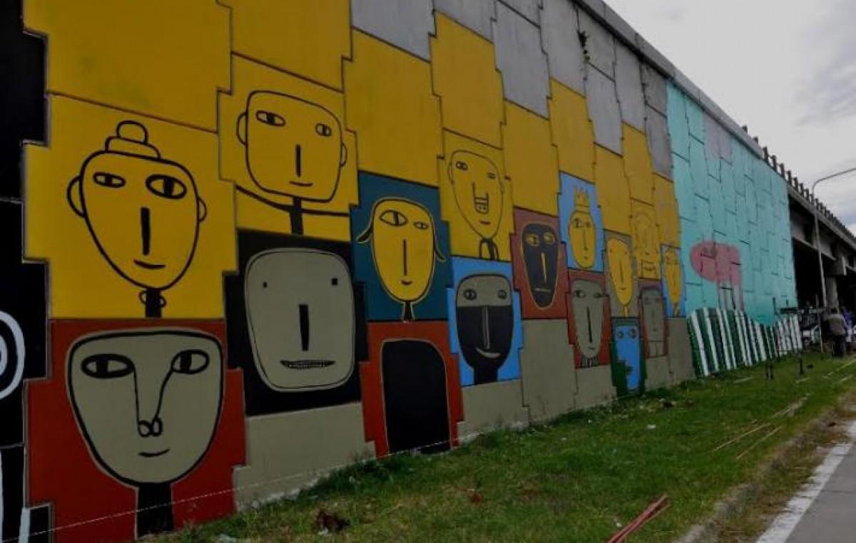 Ya se ve el mural de milo lockett a la entrada de for El mural pelicula argentina