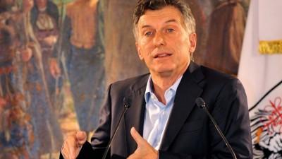 Ante el embate de los gremios Macri convocará paritarias en los próximos días