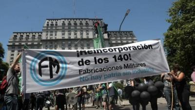 Protesta y movilización por los despedidos en Fabricaciones Militares