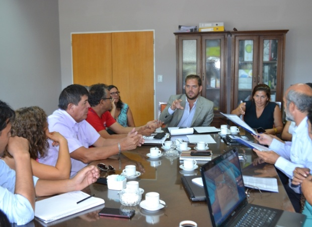 El ministro Felipe Tomasevich, en reunión con intendentes. esperan más acuerdos.