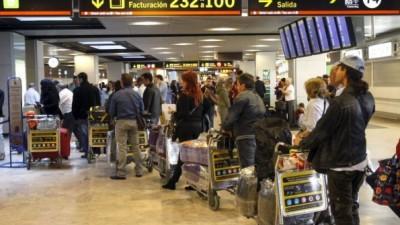 Inmigrantes latinoamericanos dejan España y vuelven a sus países