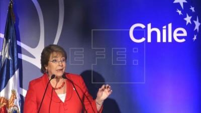 Subió cuatro puntos la aprobación de Bachelet
