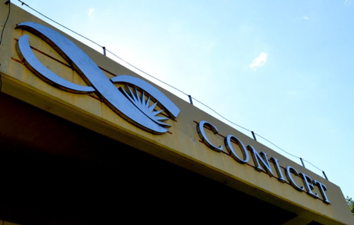Investigadores del Conicet advirtieron que podría haber 700 despidos en el organismo en marzo