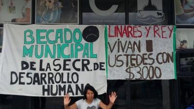 Comodoro: Los becados de Desarrollo Humano piden su pase a planta del municipio