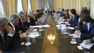 El Gobierno distribuyó 23.000 millones de pesos a los gobernadores