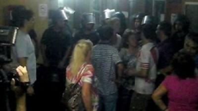 Disturbios en la Municipalidad de Barranqueras: corridas, heridos y desmayos