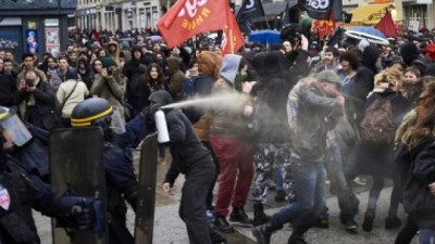 Miles de estudiantes vuelven a las calles de París contra la reforma laboral