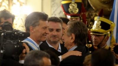 Macri transfirió acciones a una empresa offshore de su padre cuando ya era presidente