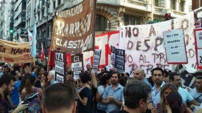 Los sindicatos amenazan con paro general si Macri veta la ley antidespidos