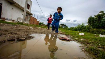 Tres de cada diez niños viven en zonas de basurales en Salta
