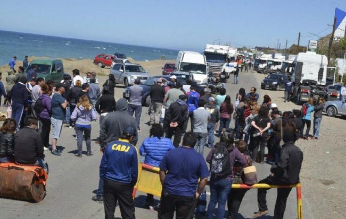 Caleta: SOEMCO levantó el corte de ruta en la noche de ayer