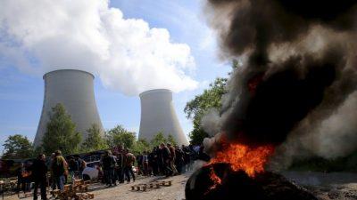 Las huelgas que paralizan a Francia se extienden a las plantas nucleares