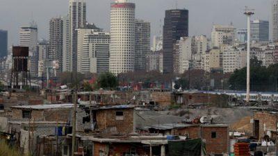 El diario El Pais de España dijo que «la inflación argentina está desbocada y destrozando las economías familiares»